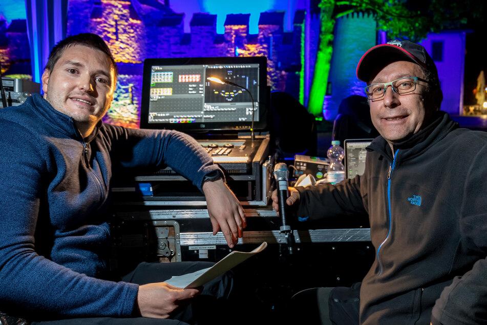 """Die Veranstaltungstechniker Mike Schmidt (44) von """"Sachsen-Sound"""" und Lucien Uhlig (30) steuerten die Lichtshow."""