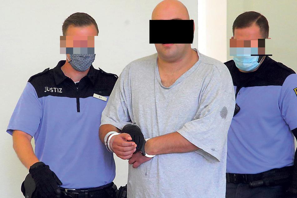Rabiates Räuber-Trio vor Gericht: Sie beklauten Kellner, Sarrasani und Polizisten