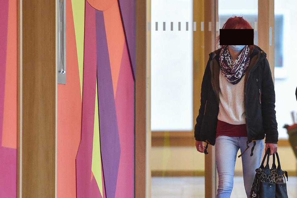 Geklaute Jacke bei eBay angeboten: Diebstahl-Opfer lockte Pflegerin in die Falle