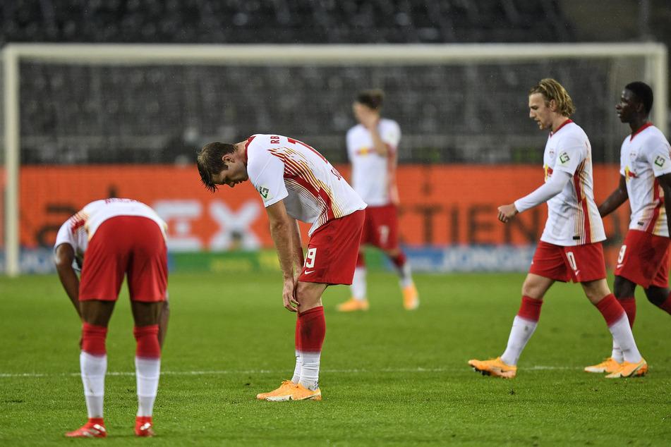 Kein schöner Anblick für Bullen-Fans: Nach der 0:1-Niederlage in Gladbach blieben die Leipziger teils ratlos auf dem Platz zurück.