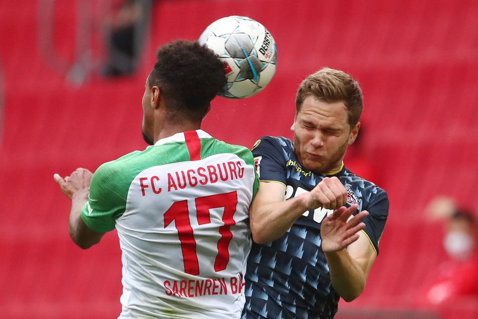 Benno Schmitz (r.) hatte Probleme mit Gegenspieler Sarenren Bazee und wurde nach 28 Minuten ausgewechselt.