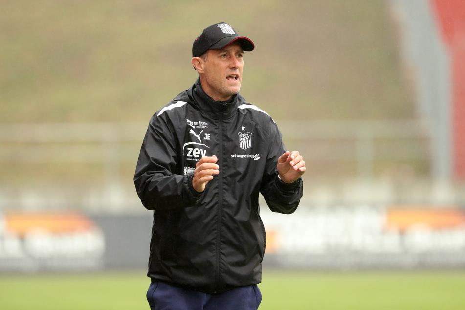 FSV Zwickau-Trainer Joe Enochs (49).