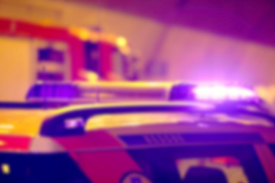 Schwer verletzt: Fußgängerin mit Kopf in Windschutzscheibe gekracht