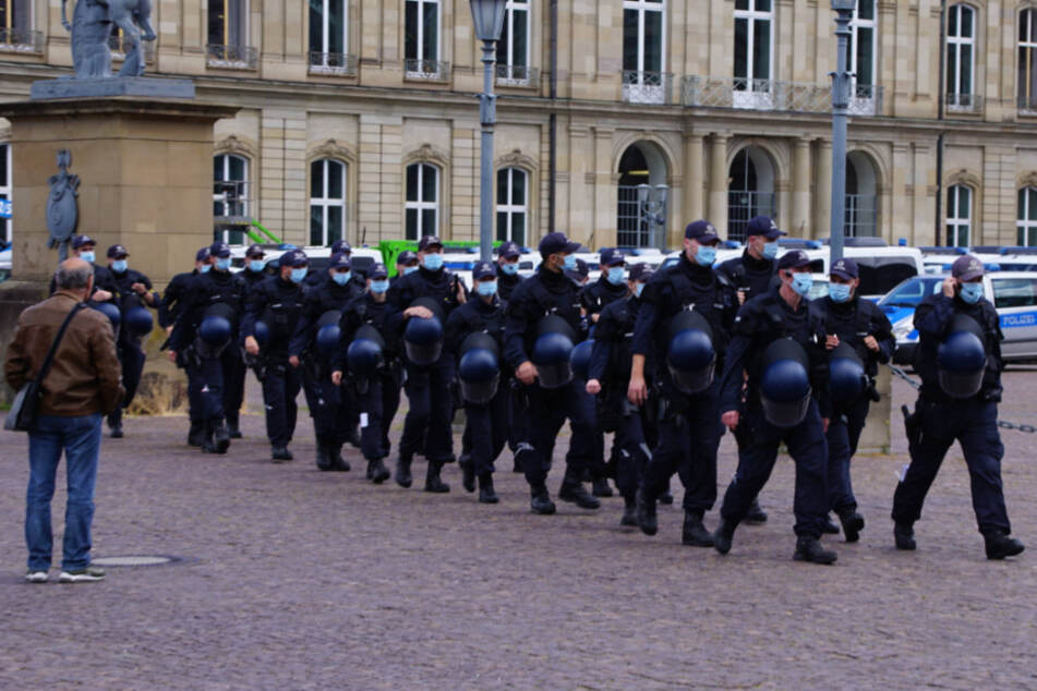 Hunderte Polizisten bei Corona-Demo der AfD in Stuttgart im Einsatz