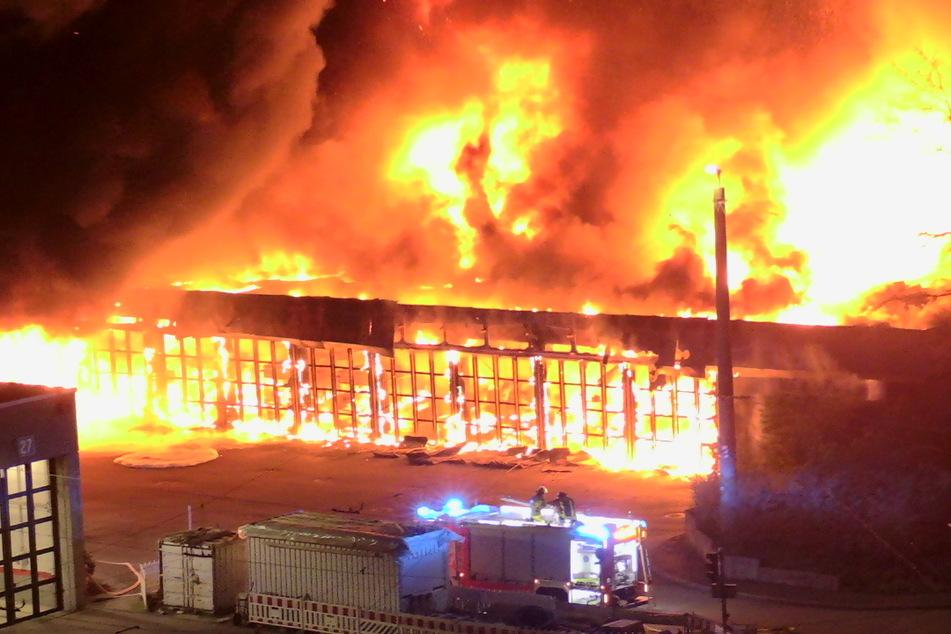 Flammen-Meer zerstört 40 Linienbusse