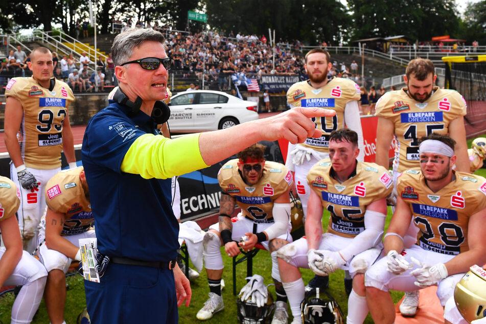 Coach Ulrich Däuber (v.-l.) gab seinen Jungs immer wieder taktische Hinweise - mit Erfolg.