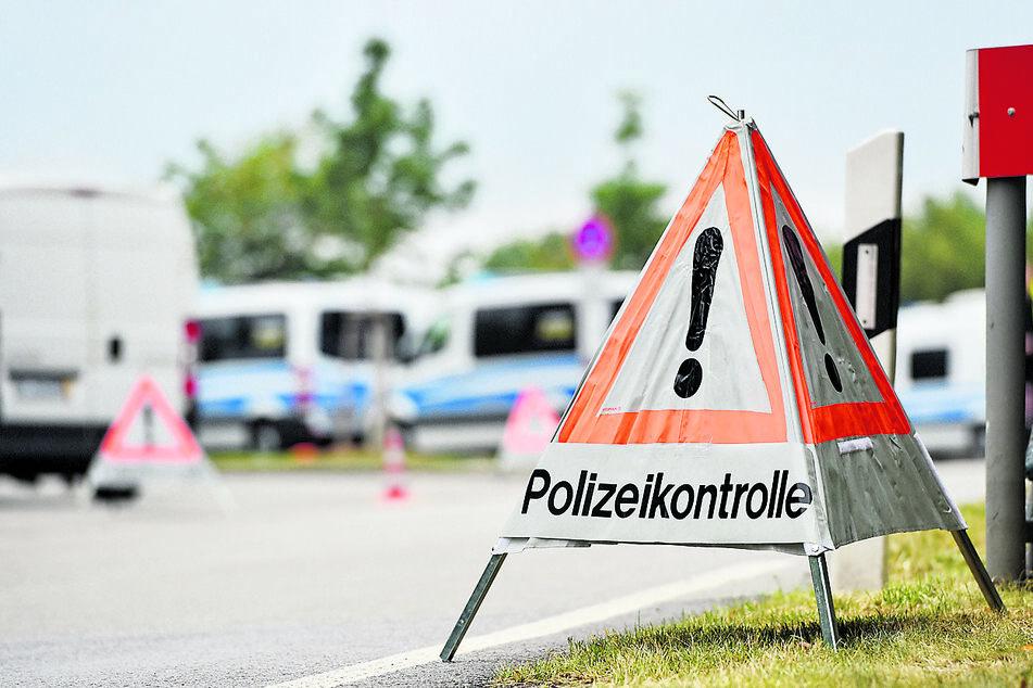 """Am """"Löbauer Wasser"""" richtete die Polizei gestern einen Kontrollpunkt ein."""