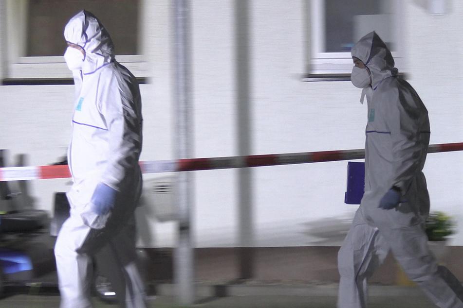 Mann verletzt zwei Menschen bei Messerangriff schwer und ist noch immer flüchtig