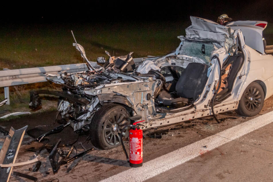 Bei diesem Unfall ist ein BMW-Fahrer gestorben.
