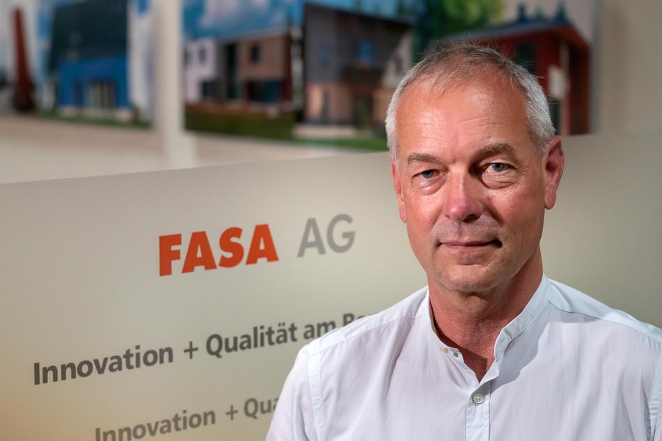 Fasa-Vorstand Ullrich Hintzen (67) rettete das Denkmal und verwirklichte seine Idee eines Solar-Kindergartens.