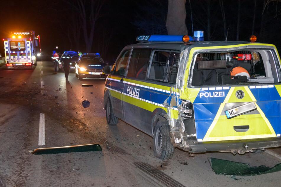 Drei Verletzte nach Crash mit Polizei-Transporter