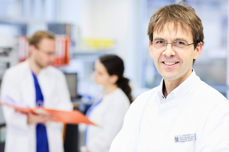 Für den Stuttgarter Labormediziner und Chefarzt Matthias Orth ist der teilweise Verzicht auf die Maskenpflicht in Schulen ein Fehler gewesen. (Archiv)