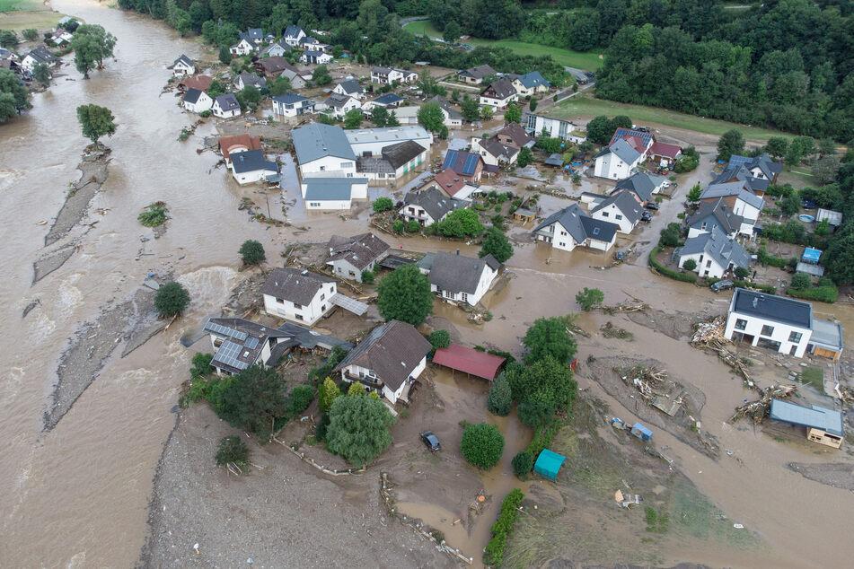 Ganze Dörfer in Rheinland-Pfalz, wie hier das Dorf Insul, sind von der Flutkatastrophe betroffen. Auch Sachsen bereitet sich auf drohende Unwetter vor.