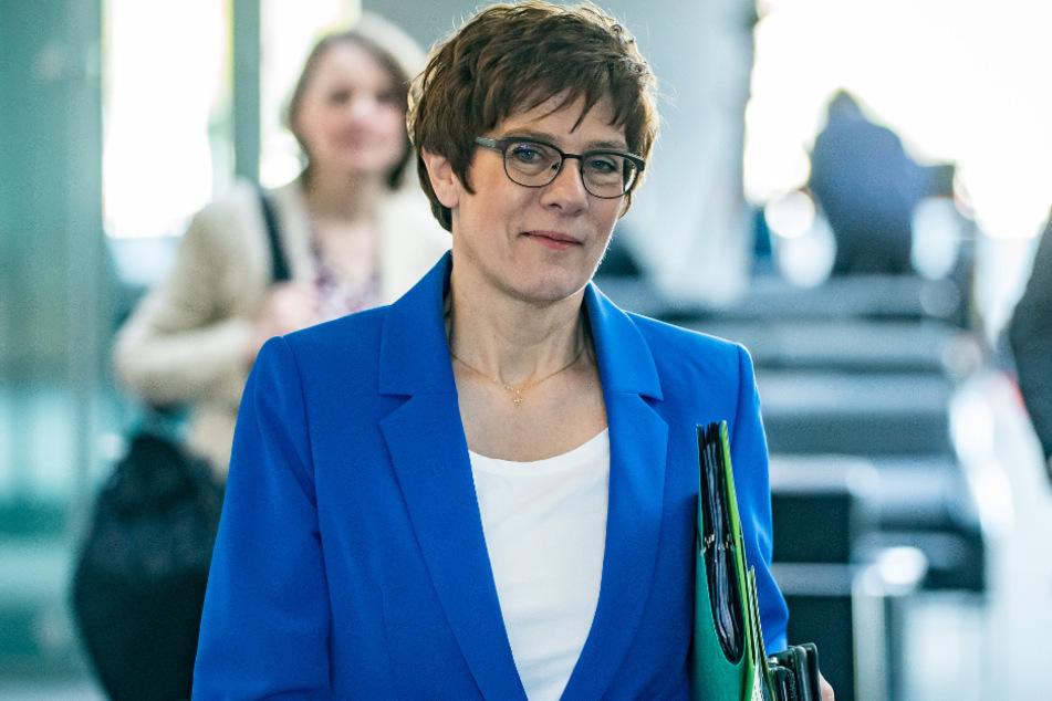 Verteidigungsministerin Annegret Kramp-Karrenbauer (57, CDU).