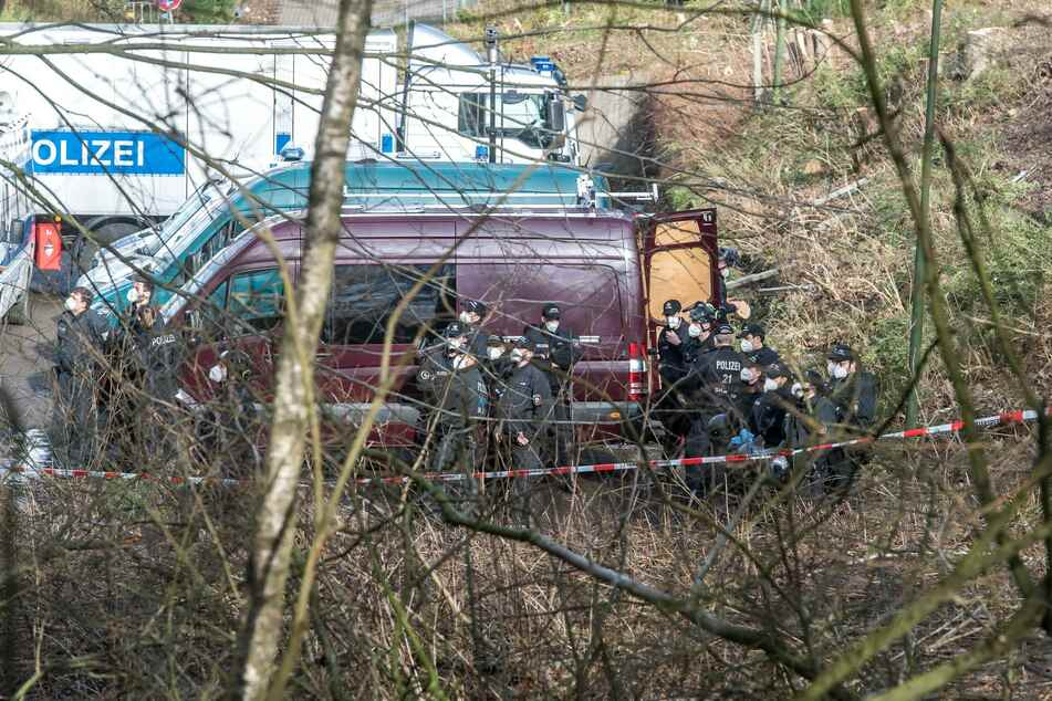 Polizei holt Umweltschützer aus Bahnhofswald: Demos erwartet