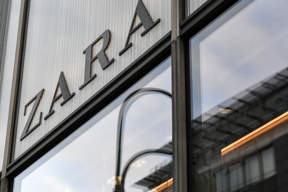 Der spanische Textilhändler Inditex ist wegen der Corona-Pandemie erstmals seit vielen Jahren in die roten Zahlen gerutscht.