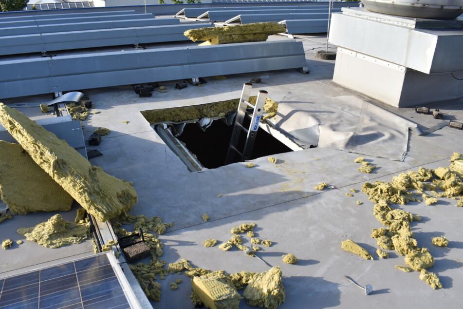 Smartphones und Laptops geklaut: Einbrecher schneiden Loch ins Dach