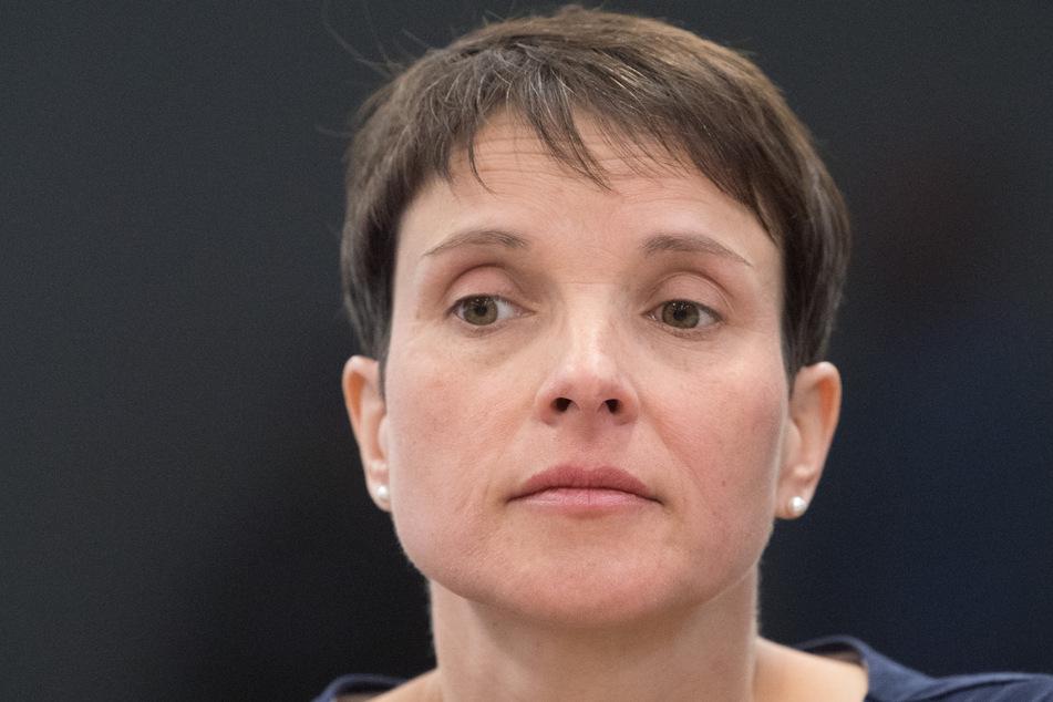 Die ehemalige Bundesvorsitzende Frauke Petry (45) packt über ein Treffen mit einem reichen Spender aus.