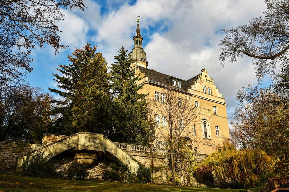 Die Stadt will Schloss Altroßthal verkaufen, Sanierung und Betrieb seien zu teuer.