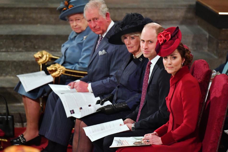 Kate und William (r) bedankten sich bei Australiens Rettern in der Not.