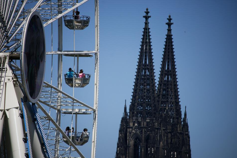 Ein Riesenrad in Köln.