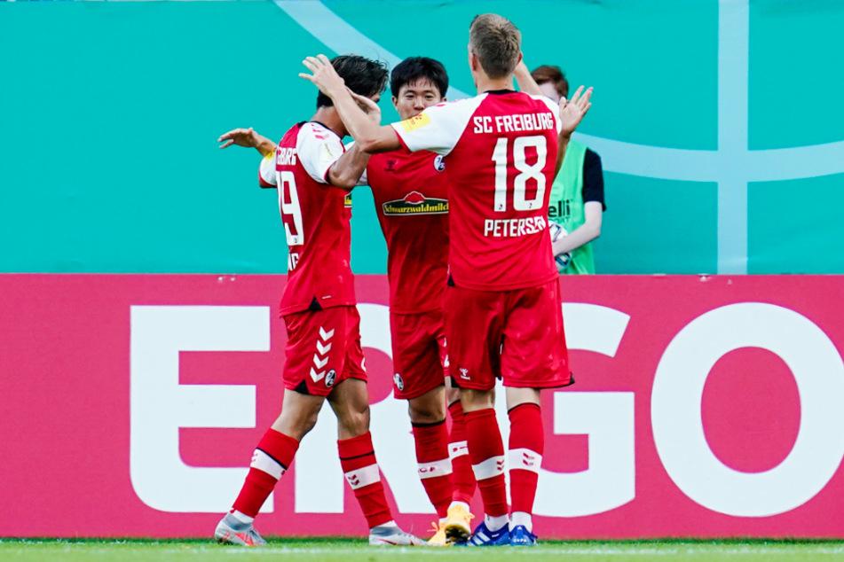 Vielleicht erreicht der SC Freiburg erneut einen einstelligen Tabellenplatz. Sollte die Konkurrenz wieder patzen und beim SCF alles glatt laufen, ist eventuell sogar eine noch bessere Platzierung drin.