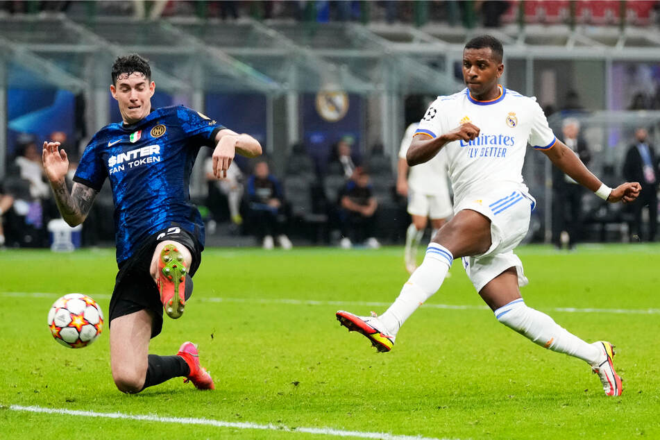 Der brasilianische Nationalspieler Rodrygo (20, r.) schoss Real Madrid am 1. Spieltag der Champions-League-Gruppenphase zum 1:0-Auswärtssieg bei Inter Mailand.
