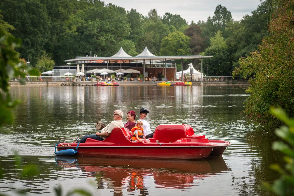 Tretboot-Fahren auf dem Pelzmühlenteich ist ein Spaß für die ganze Familie.