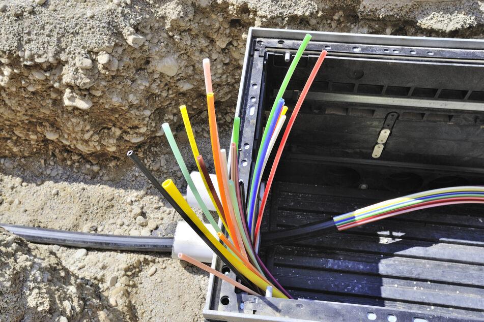 Hier kommt das schnelle Internet: Augustusburg verlegte die Kabel entlang der Bahnschienen.