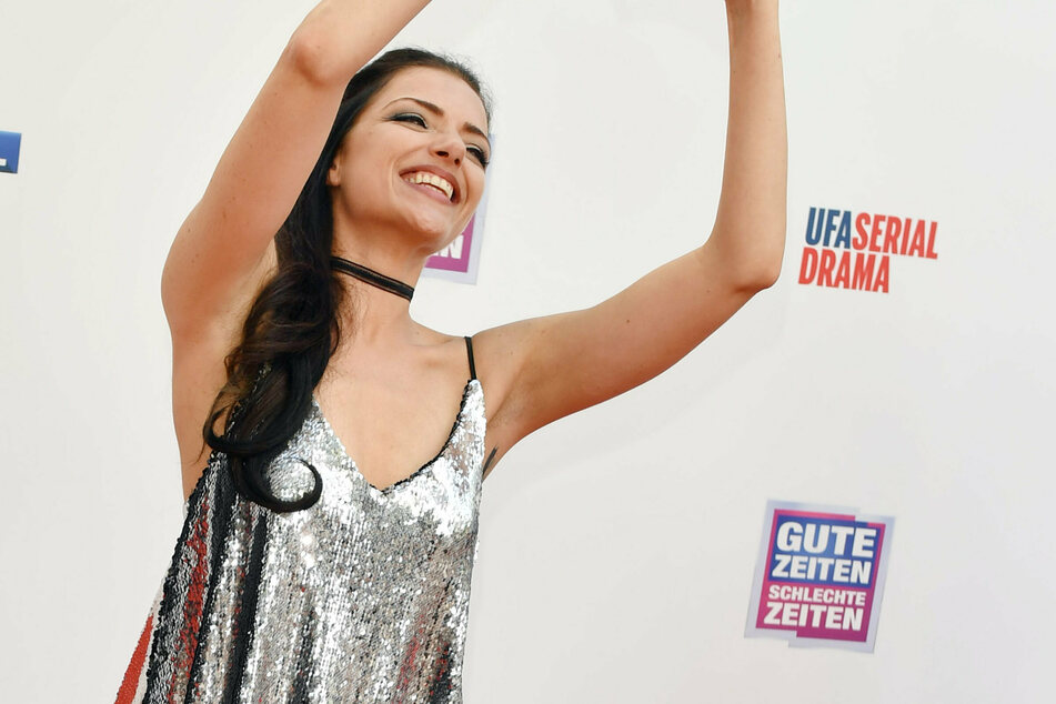 GZSZ-Star Anne Menden haut ihre Fans mit diesem sexy Foto vom Hocker