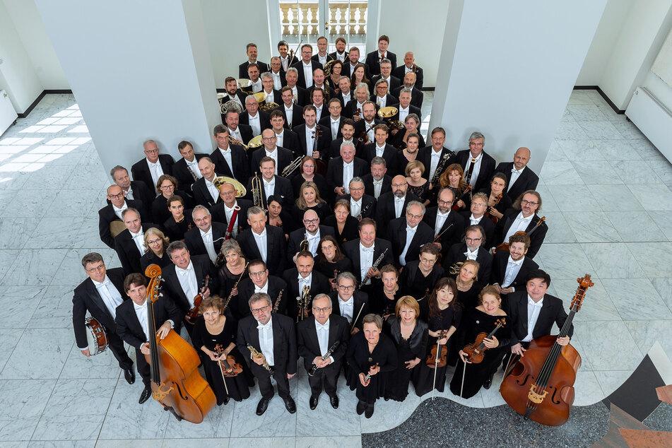 Den Auftakt gestalten Musiker der Big Band aus der Robert-Schumann-Philharmonie.