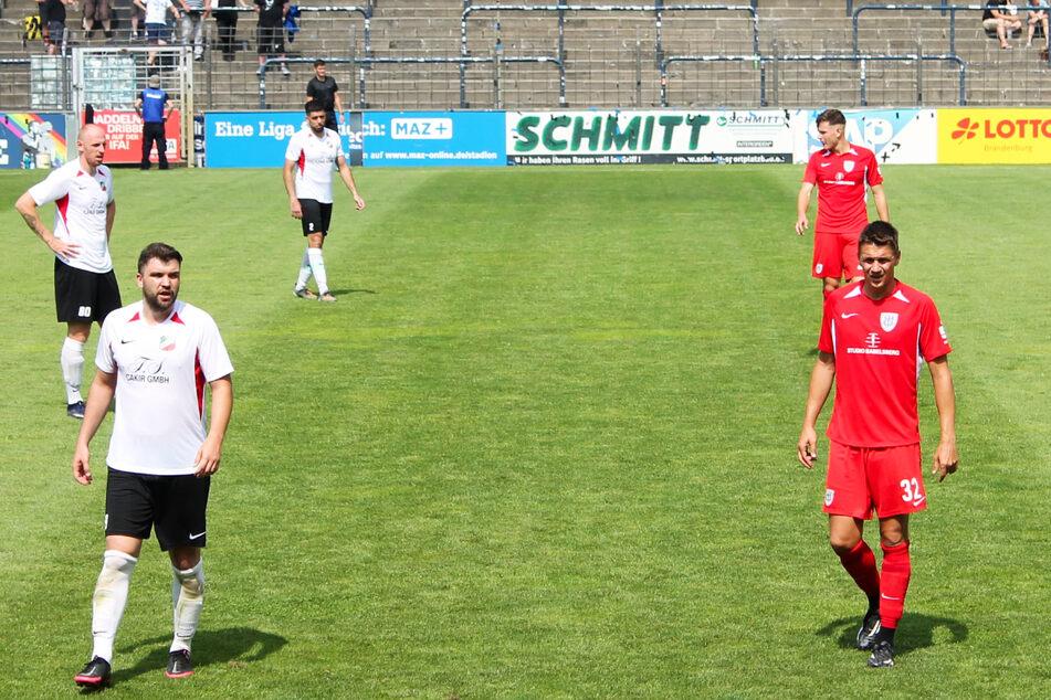 Nulldrei-Stürmer Daniel Frahn (34, r.) traf zwar am 17. Juli im Testspiel gegen den kräftig aufgerüsteten Oberligisten CFC Hertha 06 zum 1:0-Sieg, konnte sich beim Regionalliga-Saisonauftakt aber nicht in Szene setzen.