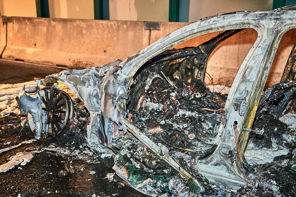 Am Freitagabend find ein BMW auf der A17 plötzlich Feuer.