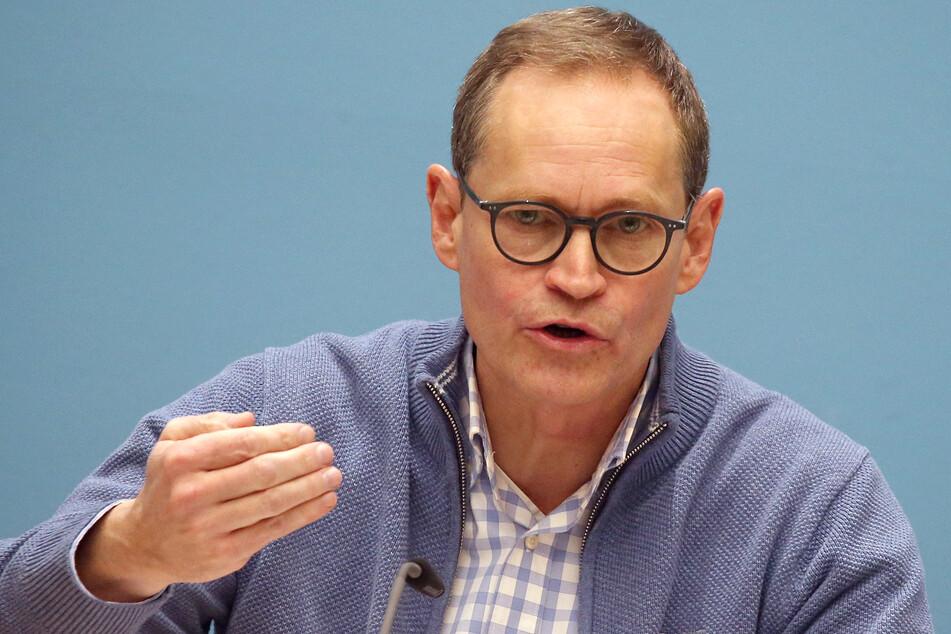 Michael Müller (56, SPD), Regierender Bürgermeister, beantwortet auf einer Pressekonferenz im Roten Rathaus nach der Senatssitzung des Berliner Senats Fragen von Journalisten.