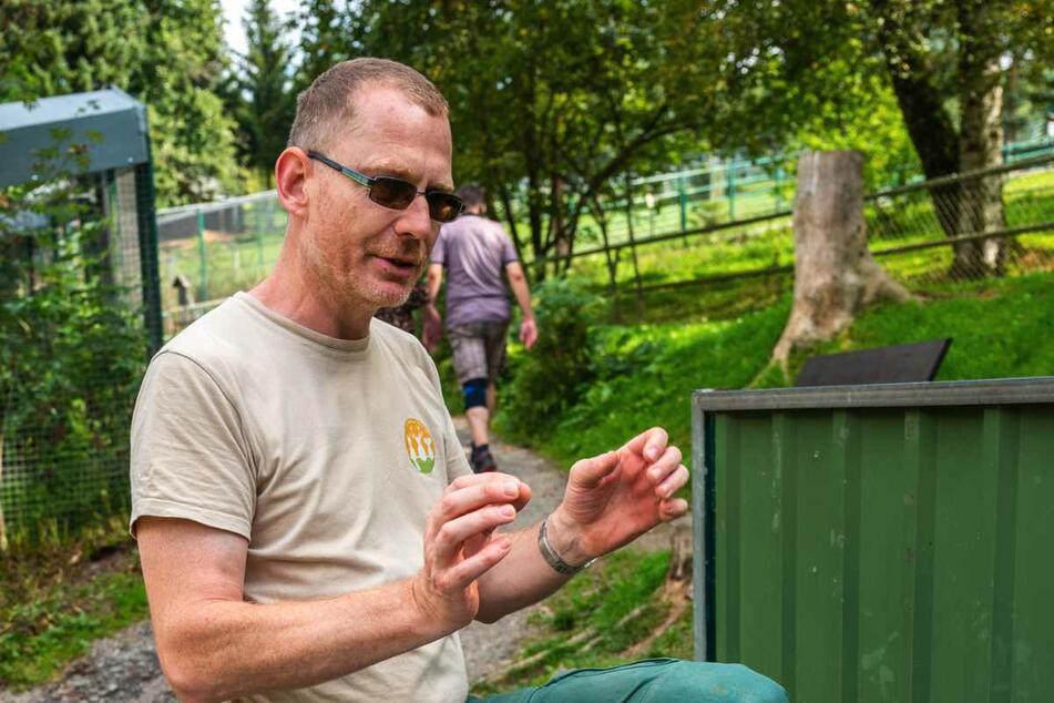 Tierpark-Leiter Jochen Gerlach (49) bietet Führungen für Kinder und Erwachsene an.