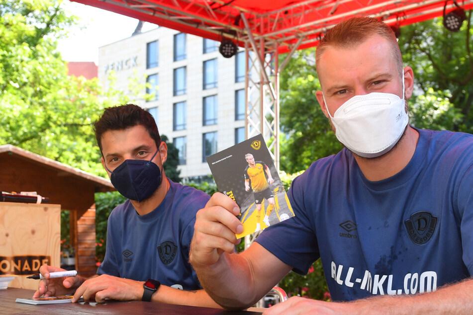 Für Philipp Hosiner (32, l.) und Sebastian Mai (27) war es eine Premiere: Es war ihre erste Autogrammstunde in Dynamo-Kluft.