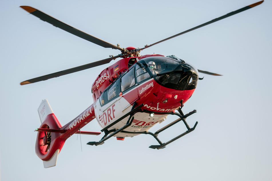 Ein Motorradfahrer (48) musste nach einem heftigen Crash in Limbach (Vogtland) mit einem Rettungshubschrauber in eine Klinik geflogen werden (Symbolbild).