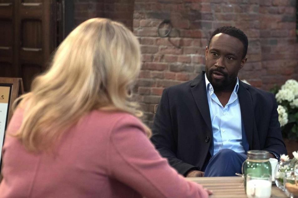 Hendrik befürchtet, seinen Job und seine Approbation zu verlieren, wenn Thomas klagt.