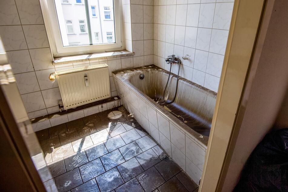 Spuren der Verwüstung im Badezimmer nach dem Brand.