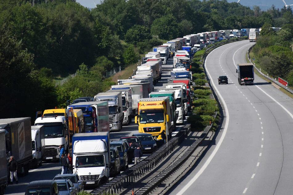 A4 bei Weißenberg: Schon wieder massiver Grenzstau Richtung Polen, nichts geht mehr.