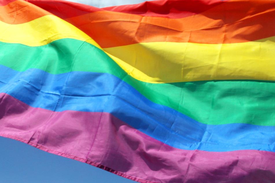 Die Regenbogenfahne gilt ganz allgemein als ein Symbol für Toleranz.