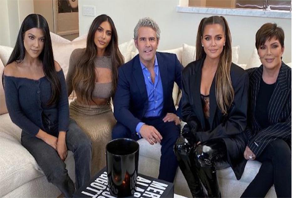 (From l to r:) Kourtney Kardashian, Kim Kardashian, Khloé Kardashian, and Kris Jenner pose with reunion host Andy Cohen (c).