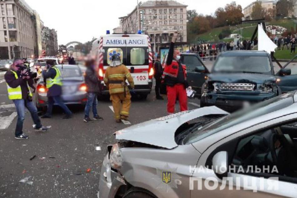 Mindestens zwei Menschen kamen bei dem tragischen Unglück ums Leben.