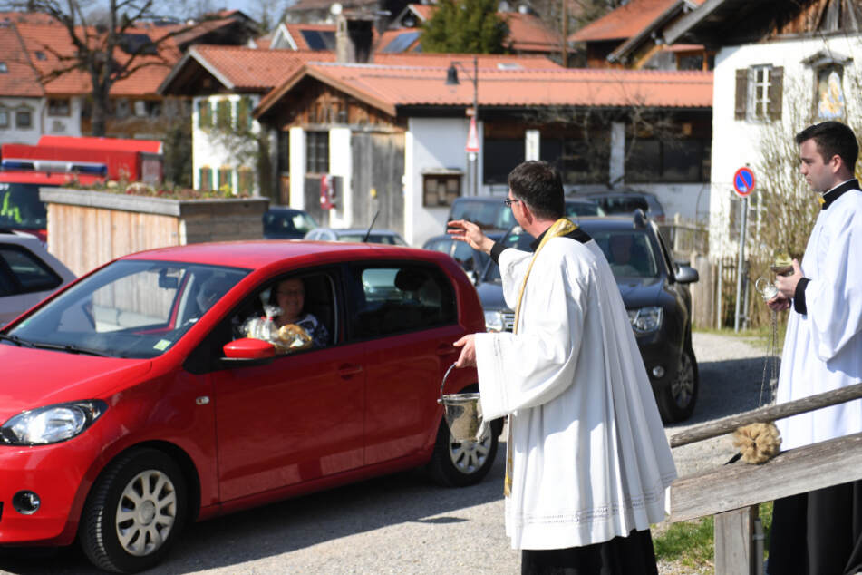 Segen per Drive-in: Pfarrer wird in Corona-Zeiten kreativ