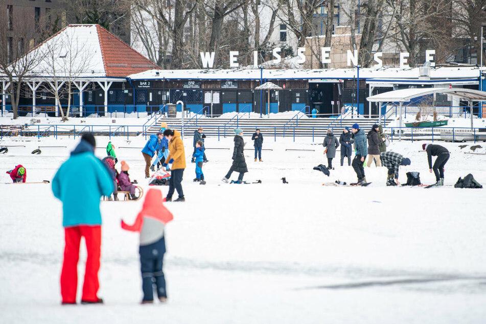 Betreten verboten: Berliner sollen nicht auf Eisflächen gehen!