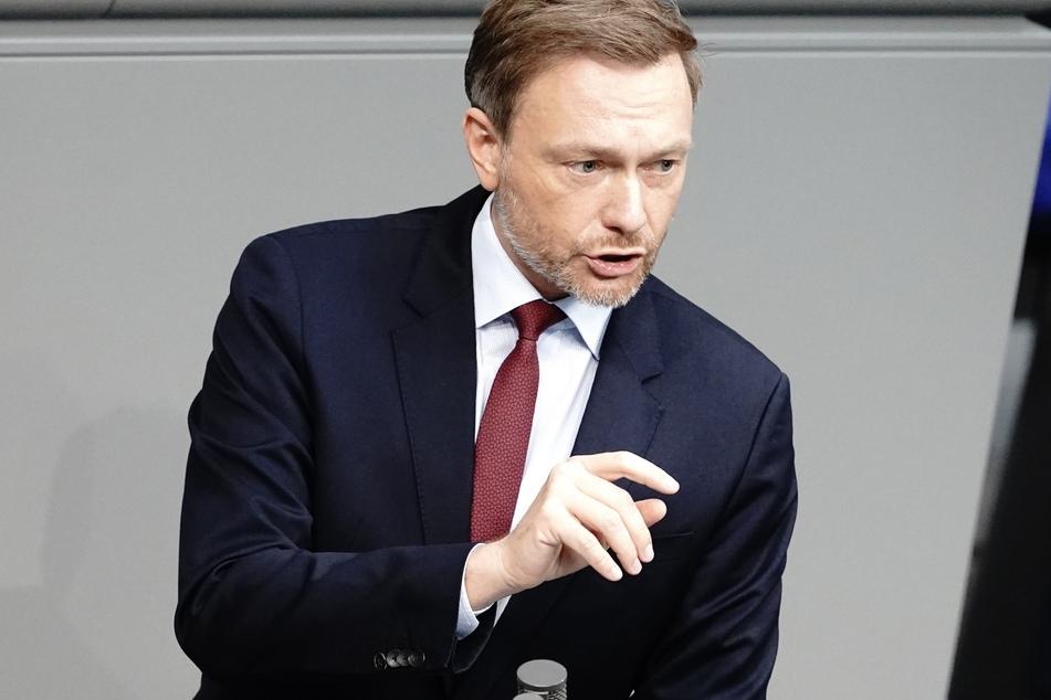 Christian Lindner (42), Fraktionsvorsitzender und Parteivorsitzender der FDP, bei der Sitzung im Bundestag.