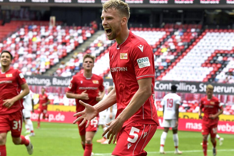 Unions Marvin Friedrich jubelt nach seinem Tor zum 0:1 (39.).