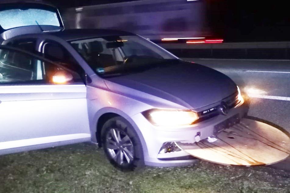 Das Auto des 19-Jährigen wurden von einem Seitenteil der Kabeltrommel durchbohrt.