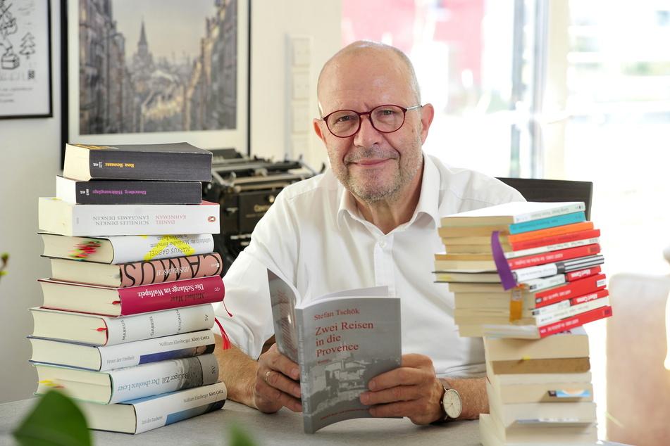 Der Chemnitzer Autor Stefan Tschök (64) hat gleich zwei Podcasts eingelesen.