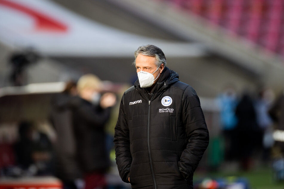 Fällt das Spiel zwischen Uwe Neuhaus' (61) Truppe Arminia Bielefeld gegen den SV Werder Bremen in den Schnee?